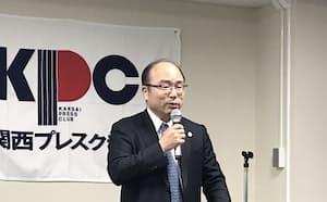 関西プレスクラブで講演する神戸大の藤沢学長(18日、大阪市)