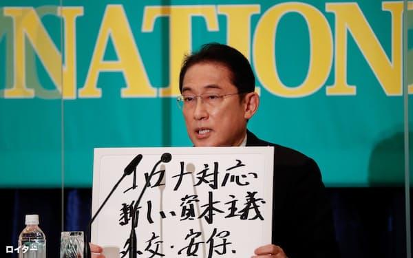 18日、日本記者クラブ主催の衆院選の党首討論会に臨んだ岸田首相=ロイター