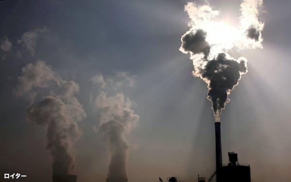 中国の石炭火力発電所(写真はロイター)