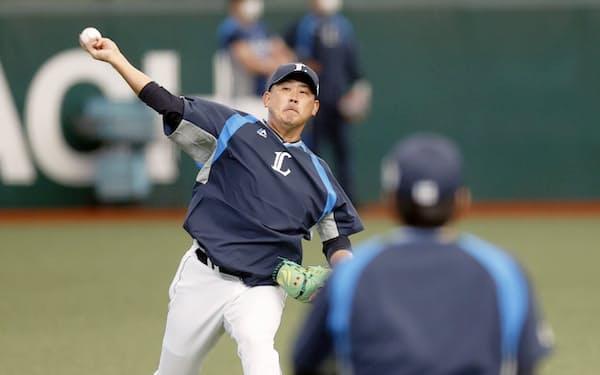 引退試合に向けて調整する西武・松坂(18日、メットライフドーム)=共同
