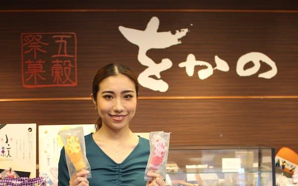 「五穀祭菓をかの」6代目女将の榊萌美さん。人気のアイス「葛きゃんでぃ」は全国から注文も。