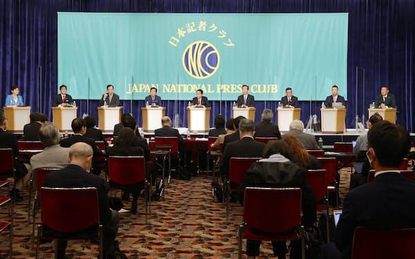 日本記者クラブ主催の討論会に出席した与野党の9党首=18日午後、東京・内幸町