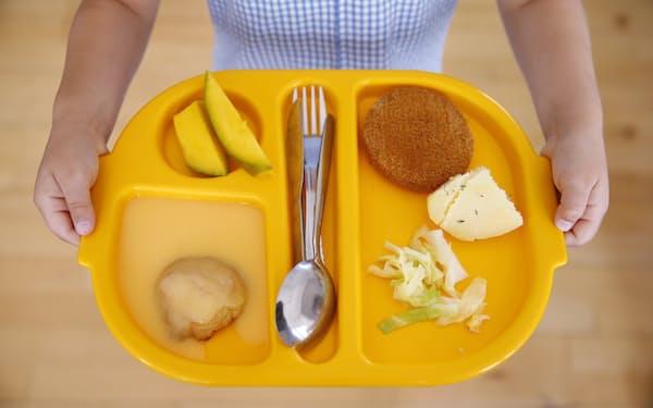 英国では学校の食堂の支払いにも顔認証システムが導入された=ロイター