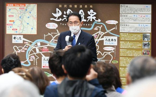 衆院選が公示され、第一声を上げる自民党総裁の岸田首相(19日午前、福島市)