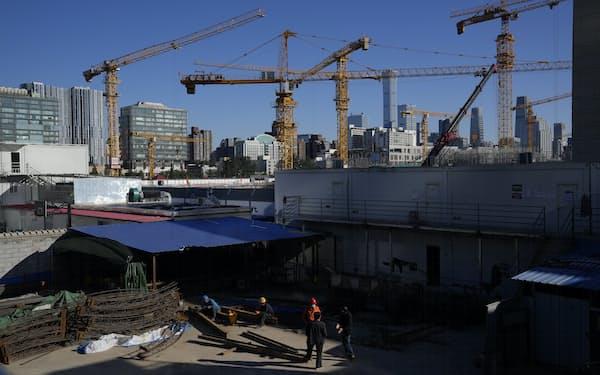 当局の規制強化で不動産開発にブレーキがかかっている(北京市)=AP