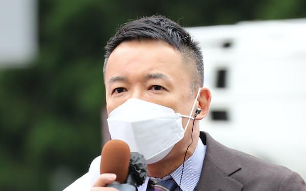 衆院選が公示され、第一声を上げるれいわ新選組の山本代表(19日午前、東京都新宿区)
