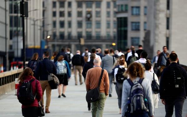 新規感染者が増えている英国では、デルタ型亜系統が感染例の10%近くを占めるという=ロイター