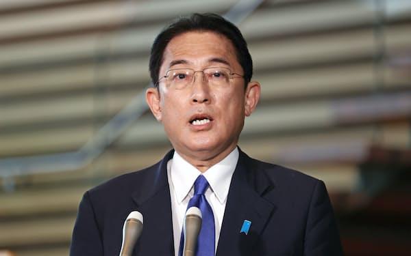 北朝鮮が弾道ミサイルを発射したことを受け、記者の質問に答える岸田首相(19日、首相官邸)