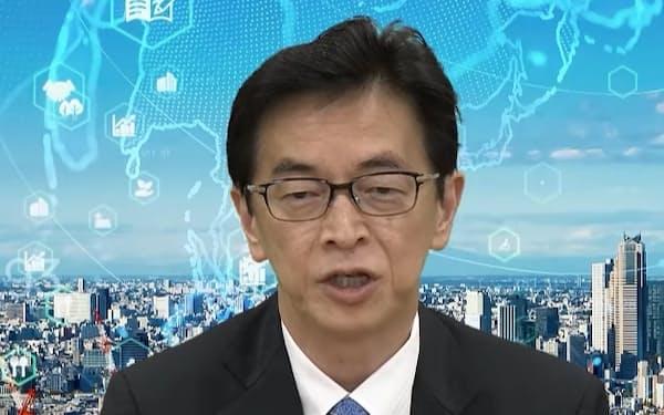 日産自動車の平井俊弘専務執行役員は電池のコスト低減の重要性を説く