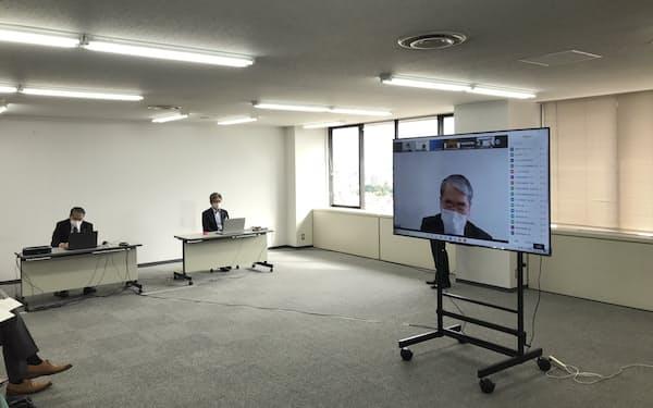 栃木県内の金融機関などがオンラインで集まり、中小企業支援について話し合った(19日、宇都宮市)