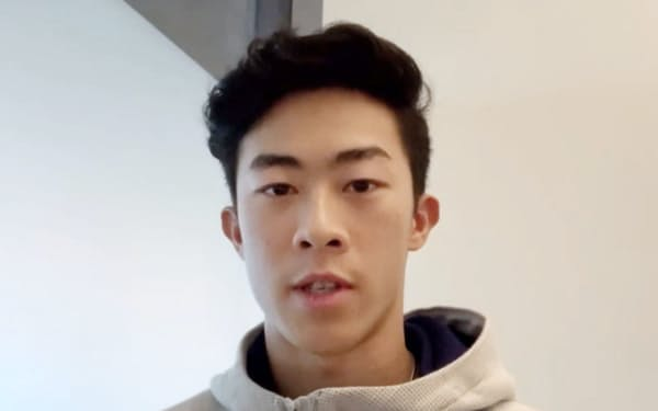 オンラインで記者会見したフィギュアスケート男子のネーサン・チェン(18日)=共同