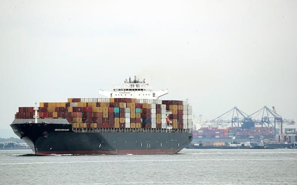 船舶の燃料を水素などに替えることが求められる(写真は米ニューヨーク港)=ロイター