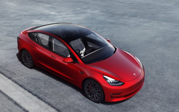 テスラの主力小型EV「モデル3」(同社提供)