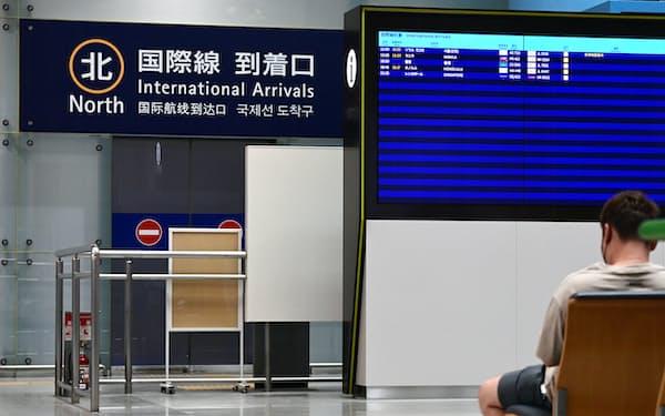 到着便が少なく、閑散とする関西空港の国際線到着ロビー(9月)