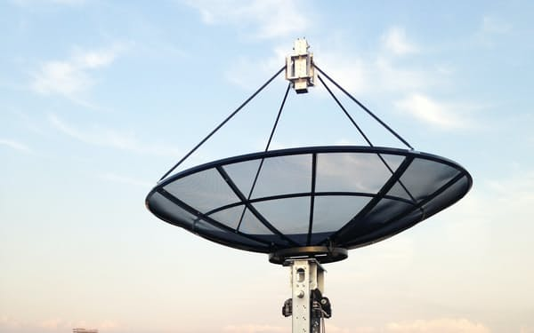 衛星の打ち上げ増加とともに、地上局アンテナの整備も必要に