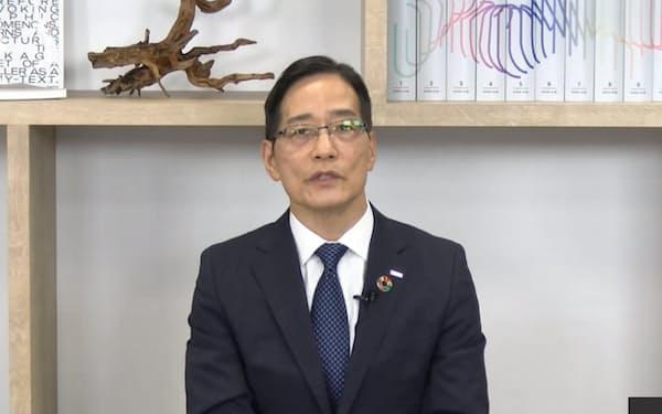 NTTコムの丸岡社長は「試験的に遠隔地を居住地として認めていく」と説明した