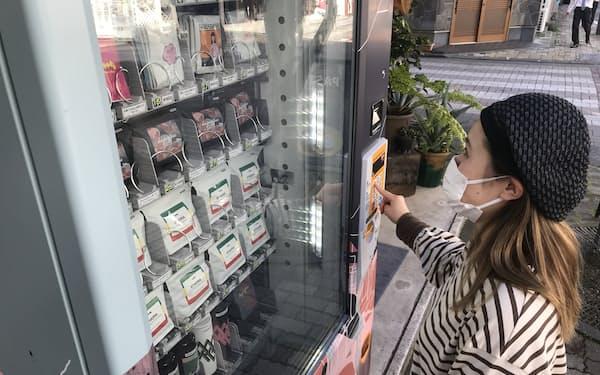 ハグコーヒー(静岡市)が10月に設置した自販機(同市内)