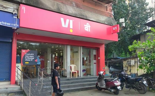 業界3位のボーダフォン・アイデア(VI)は経営破綻がささやかれている(ムンバイの販売店)