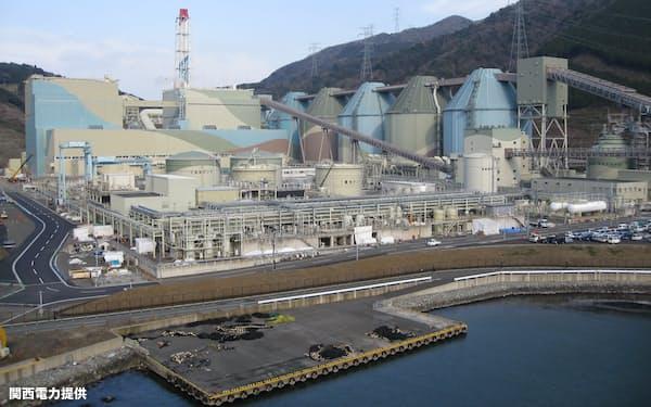 舞鶴発電所では二酸化炭素を回収したり輸送したりする実証実験が予定されている(京都府舞鶴市、写真は関西電力提供)