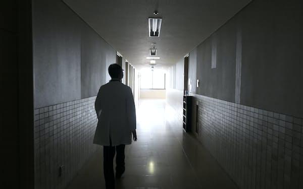 埼玉医科大総合医療センターの新型コロナウイルス病床は入院患者がいなくても確保したままになっている(20日、埼玉県川越市)