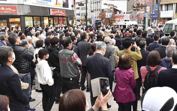 街頭演説に集まった有権者ら=20日午後、広島市(画像の一部をモザイク加工しています)