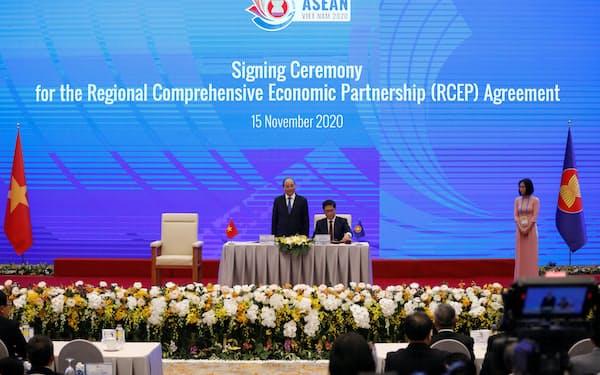 日中韓やASEAN参加国など15カ国は20年11月、RCEP協定に署名した=ロイター
