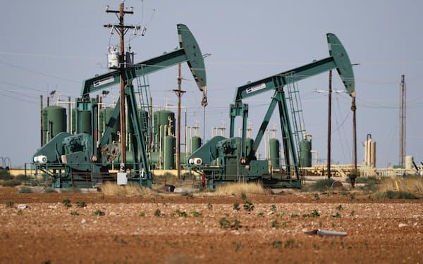 米原油在庫の減少などを背景に米原油先物相場は続伸した=AP