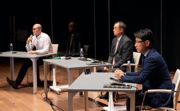 10月1日に開催された「金融DX/SUM」内の講演。マイクロソフトの藤井達人氏(写真右)らも登壇