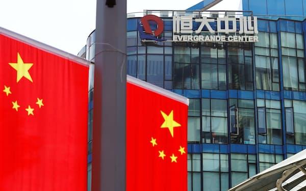 中国当局は中国恒大集団の経営難など不動産問題の軟着陸に腐心(上海市)=ロイター