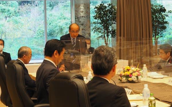 九州地方知事会の会合であいさつする広瀬会長(奥の右から2人目、21日、大分県別府市)