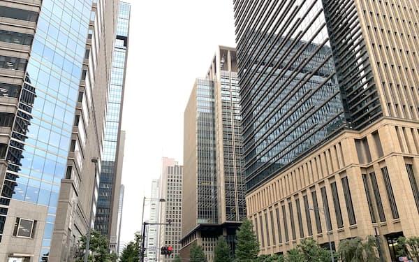 東京・大手町にオフィスビルが建ち並ぶ風景