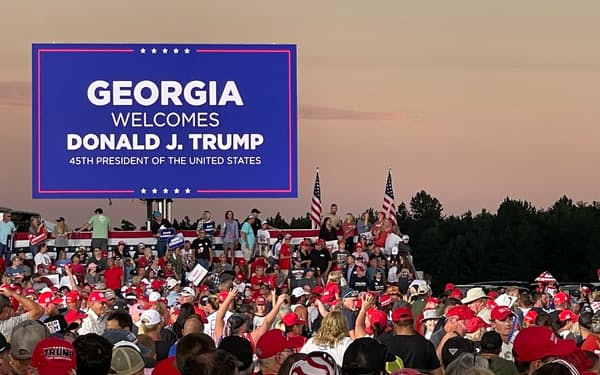 トランプ前大統領の支持者集会(9月25日、ジョージア州ペリー)