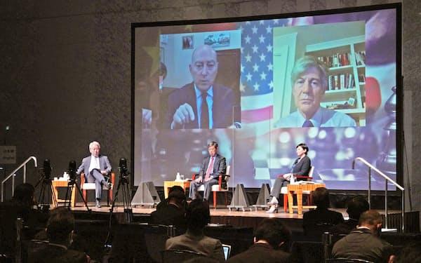 パネル討論するスタインバーグ元米国務副長官(スクリーン内右)ら(22日午前、都内)