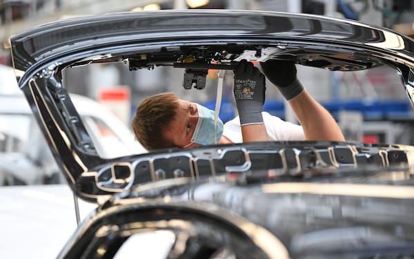 供給網の混乱はドイツの自動車生産を直撃している(写真は20年6月)=ロイター