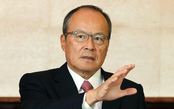 かきうち・たけひこ 1979年京大経卒、三菱商事入社。生活産業グループCEOなどを経て、2016年から現職。兵庫県出身。66歳