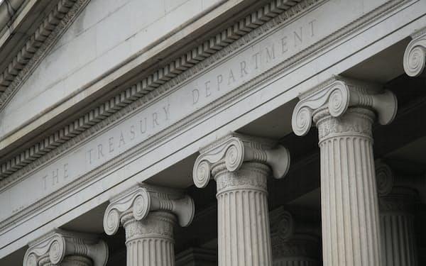 赤字額は過去最高だった前年度から11.5%減った(米ワシントンの財務省)=AP