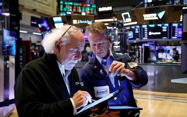 米景気の回復期待が株価を押し上げている(10月、ニューヨーク証券取引所)=ロイター