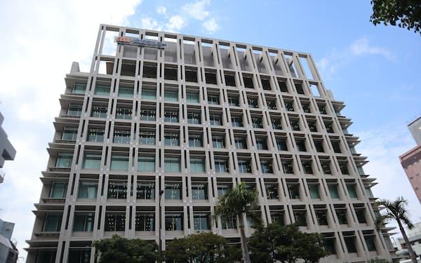 沖縄セルラー電話の本社ビル(那覇市)