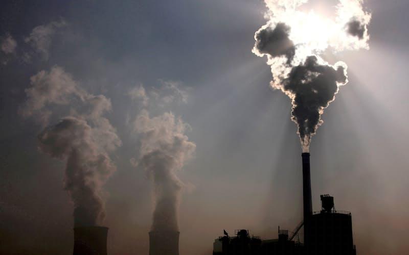 中国ではなお石炭への依存度が大きい(中国の石炭火力発電所)=ロイター
