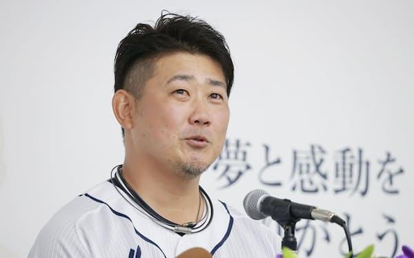 先発完投型だった松坂は大エースの時代の記憶をとどめる存在だった(19日、引退試合を前にしての会見)=共同