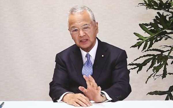ビデオ出演の形式で講演する自民党の甘利幹事長(25日午前、東京都中央区)
