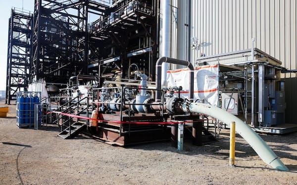 カナダの炭素回収プラント。炭素を大量に回収する技術には何十億㌦もの投資が必要だ=ロイター