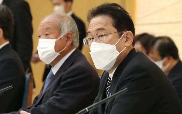 新しい資本主義実現会議の初会合であいさつする岸田首相(26日午前、首相官邸)