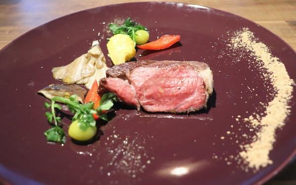 直営レストラン「クオーレ」では羊肉をふんだんに使った料理を提供する