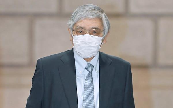 金融政策決定会合に出席するため日銀本店に入る黒田総裁(28日午前)