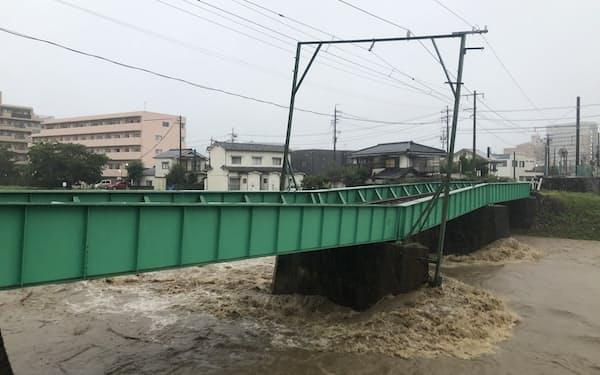 8月の大雨で傾いた田川橋梁(長野県松本市)