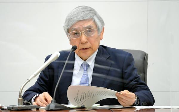 記者会見する黒田日銀総裁(28日、日銀本店)=代表撮影