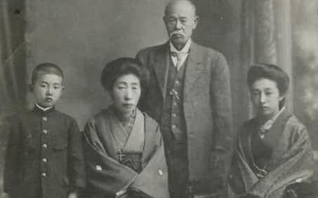 筆者9歳のとき(左端)右から母、祖父、祖母