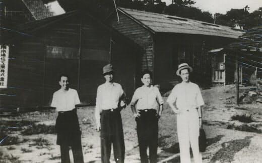 昭和23年5月、首脳会議のとき(前列右から田島、前田、万代、後列太刀川、樋口、1人おいて筆者、盛田の各氏)