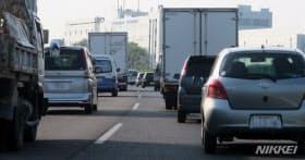 サミットの要人往来のため交通規制をする道路もある(愛知県日進市)